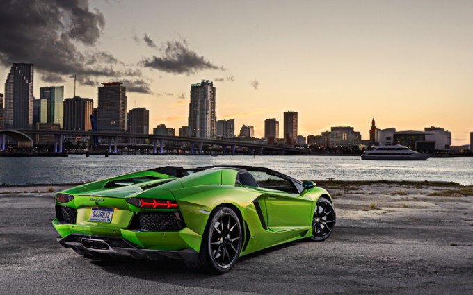 Lamborghini Aventador Wallpapers HD A38 Green - lamborghini aventador desktop sports cars, race cars, luxury cars, expensive cars, wallpapers pictures images free download