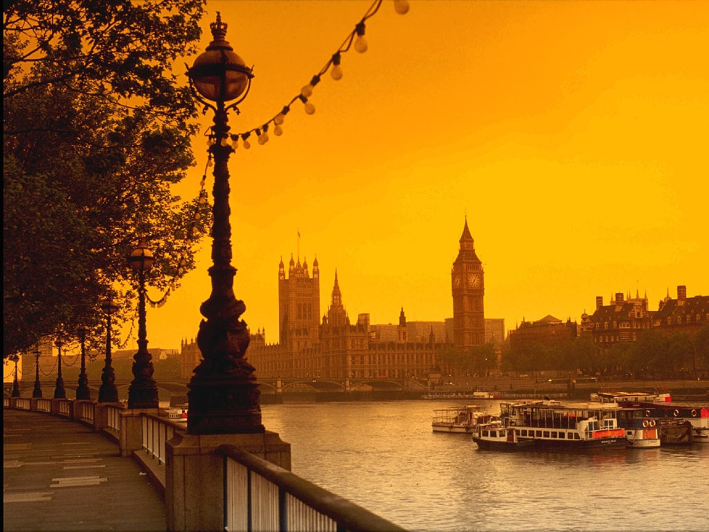 London Wallpapers HD clock yellow