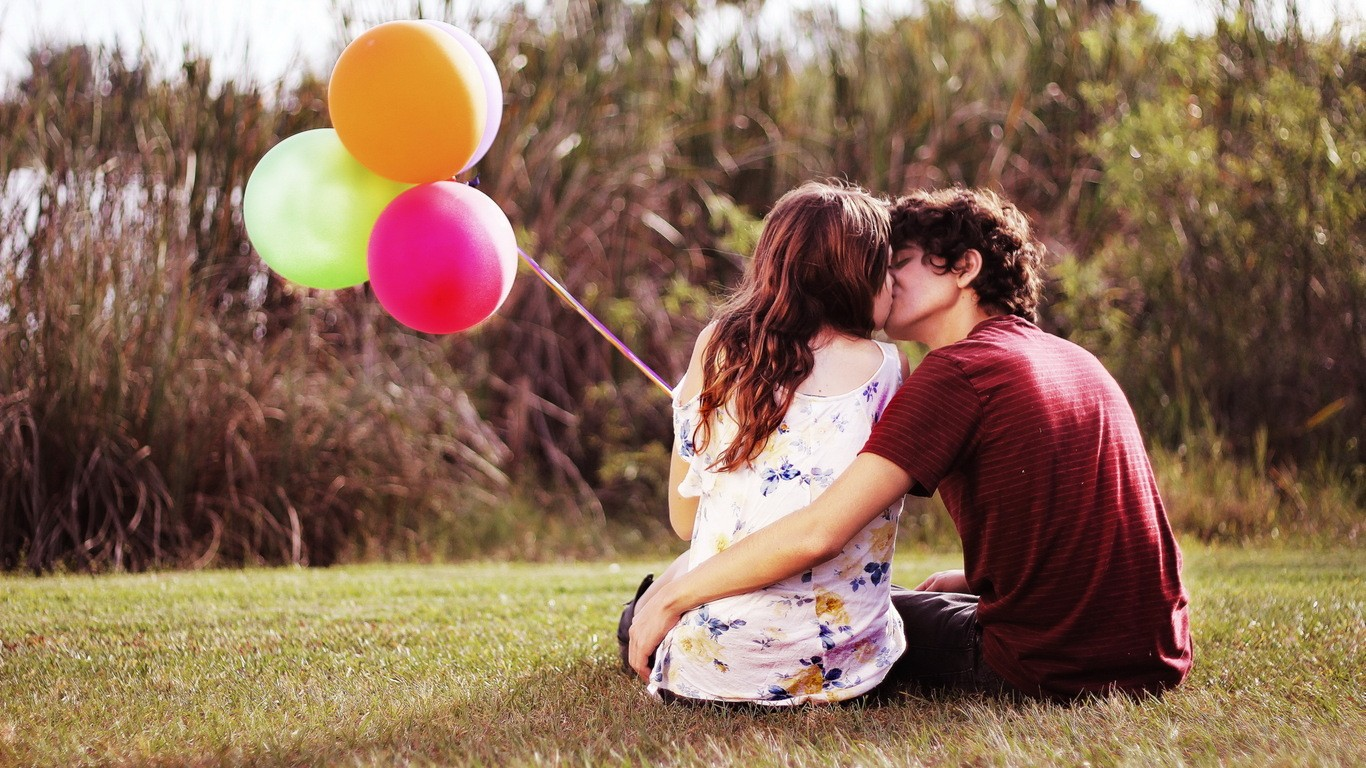 Romantic Wallpapers Kiss HD A30 - Free Romantic Wallpapers, Romantic Couples, Romantic Love Wallpapers, Romantic Kiss Wallpapers, high definition desktop laptop mobile background Pictures images downloads.