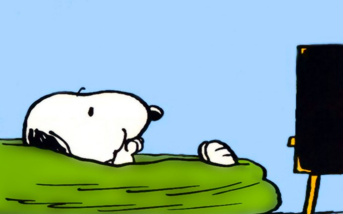 Snoopy Wallpapers HD watching tv