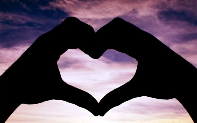 heart wallpapers hands