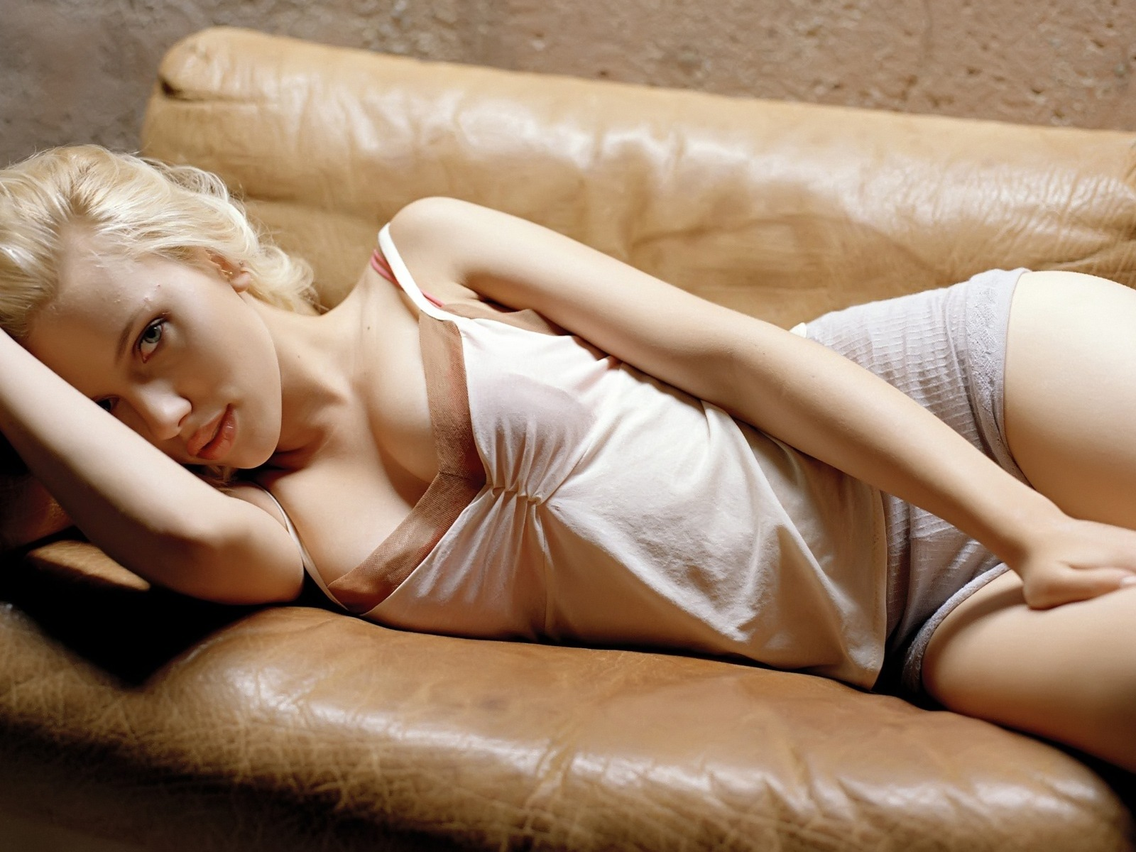 scarlett johansson wallpapers HD sexy couch
