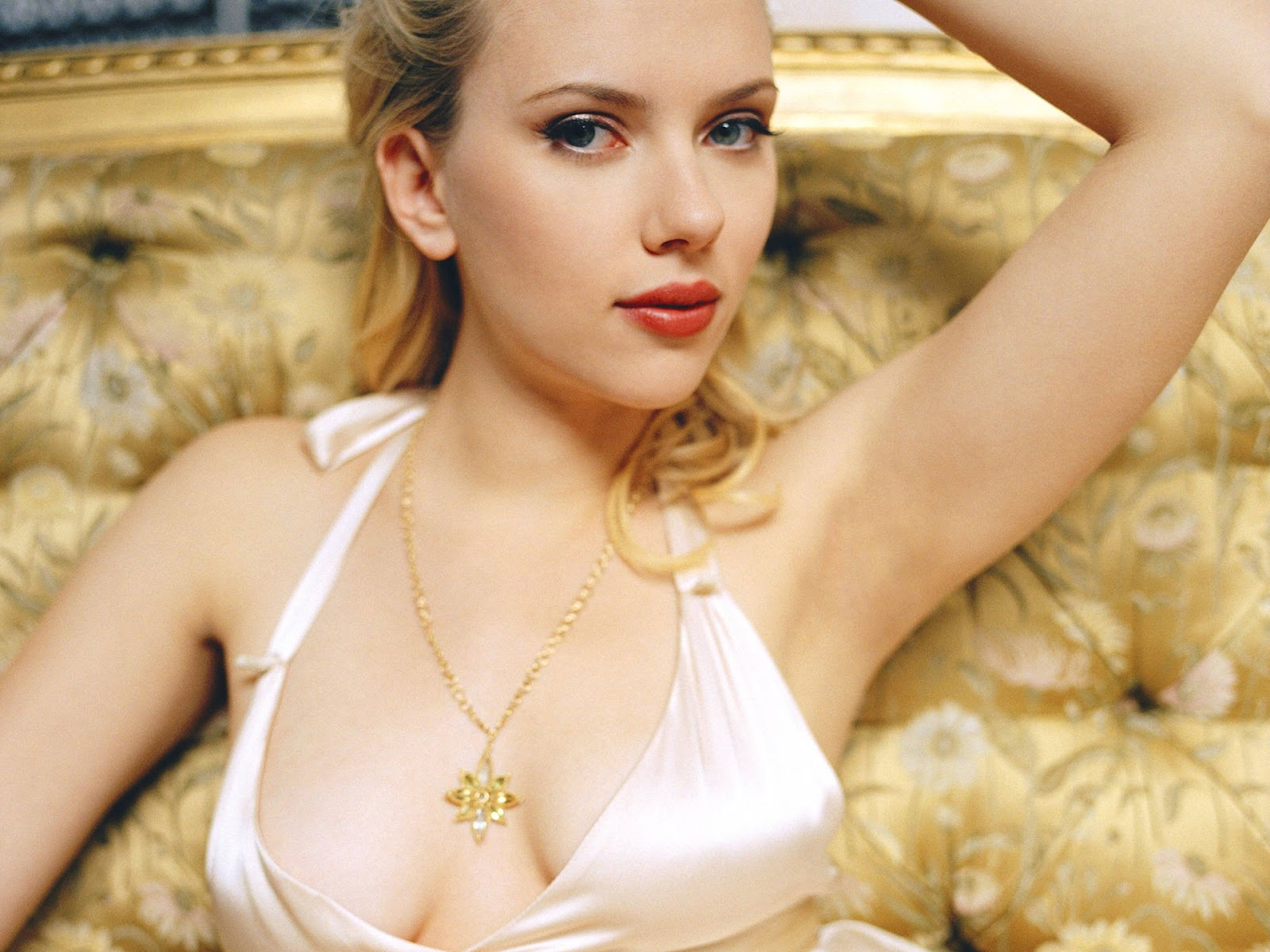 scarlett johansson wallpapers HD sexy gold necklace