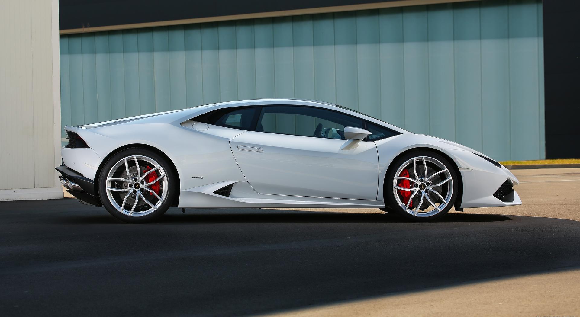 Lamborghini Huracan white wallpaper