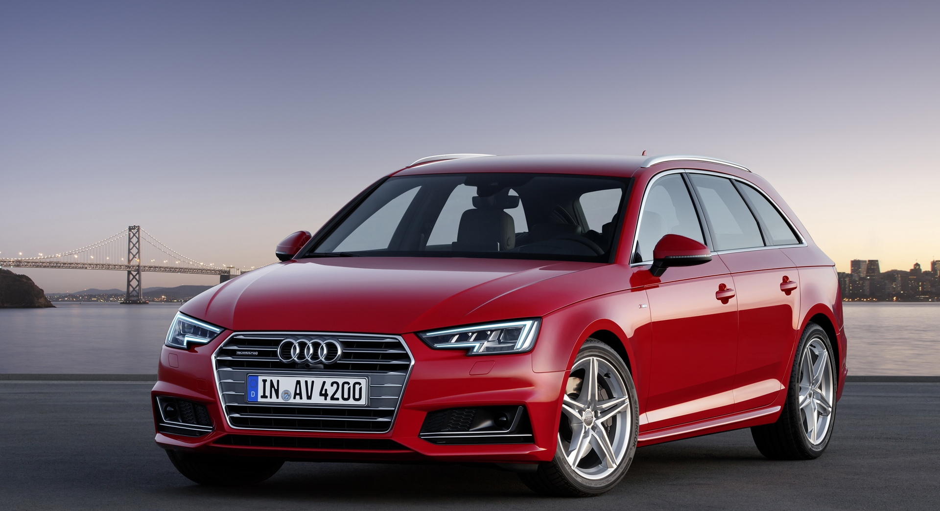 audi a4 avant red side