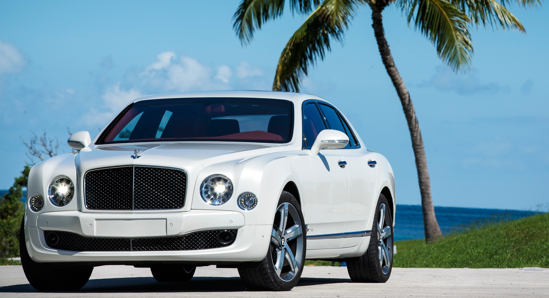 bentley mulsanne white