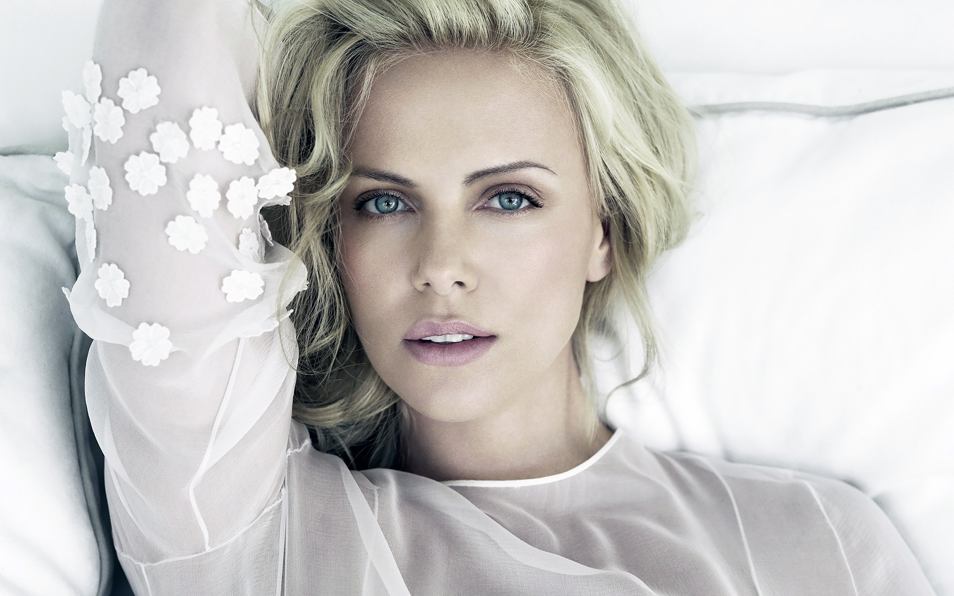 charlize theron wallpapers hd A2