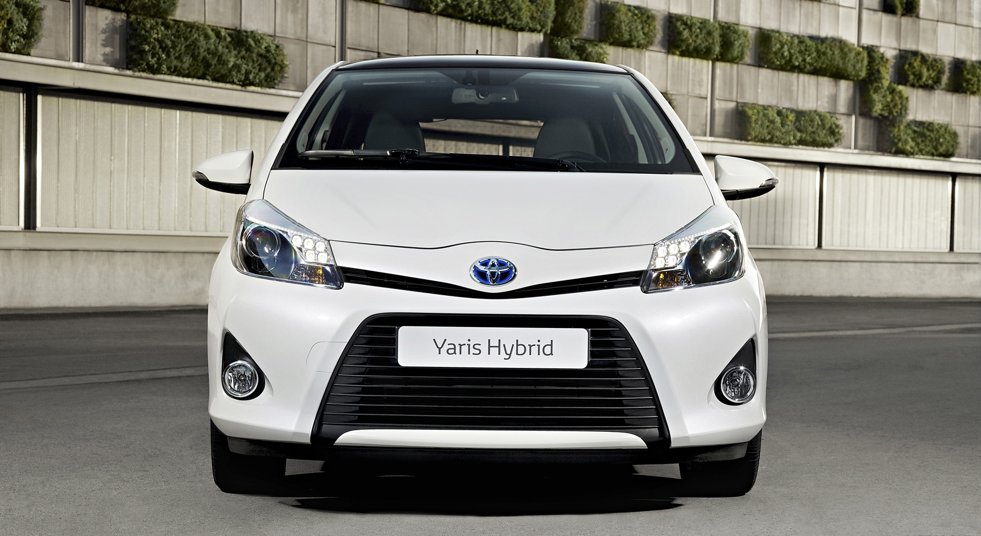 toyota yaris hybrid front hd desktop wallpapers 4k hd. Black Bedroom Furniture Sets. Home Design Ideas