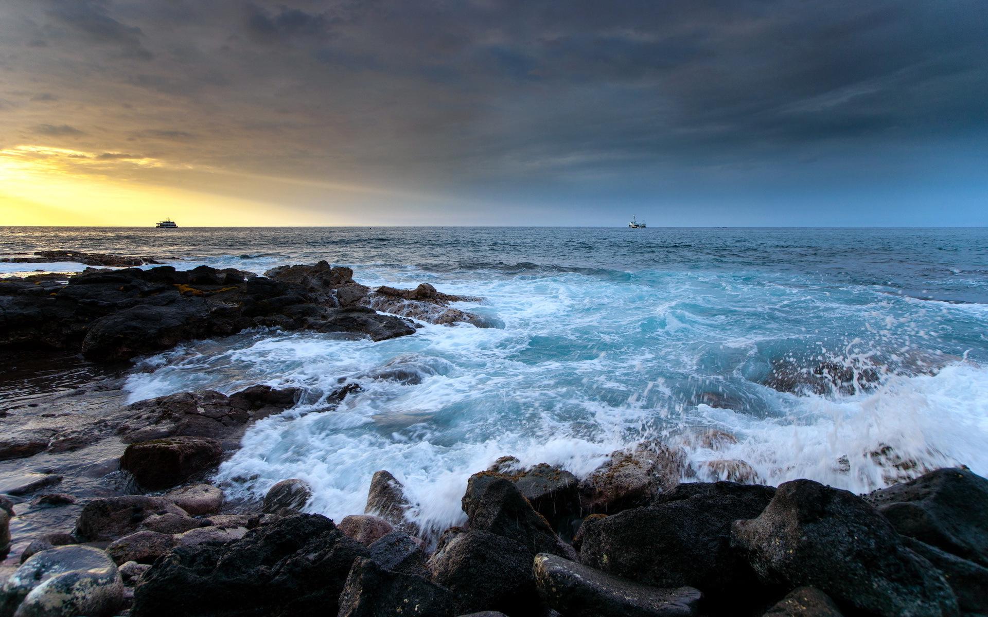 crashing waves wallpaper surge
